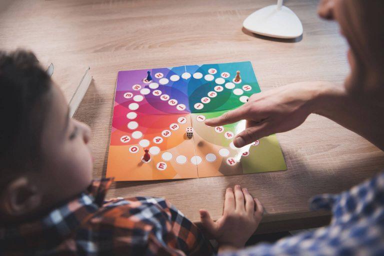 טיפול באמצעות משחק